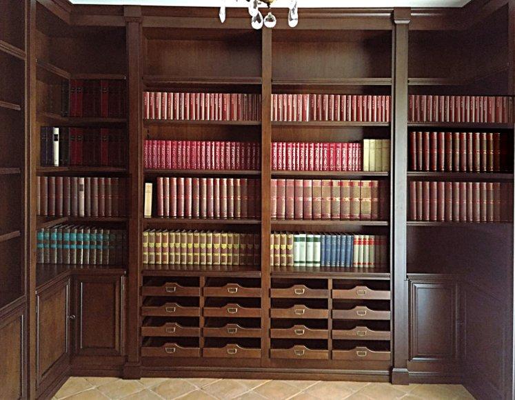 libreria su misura in noce nazionale con porta schede